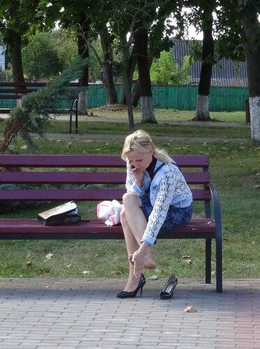 На скамейке