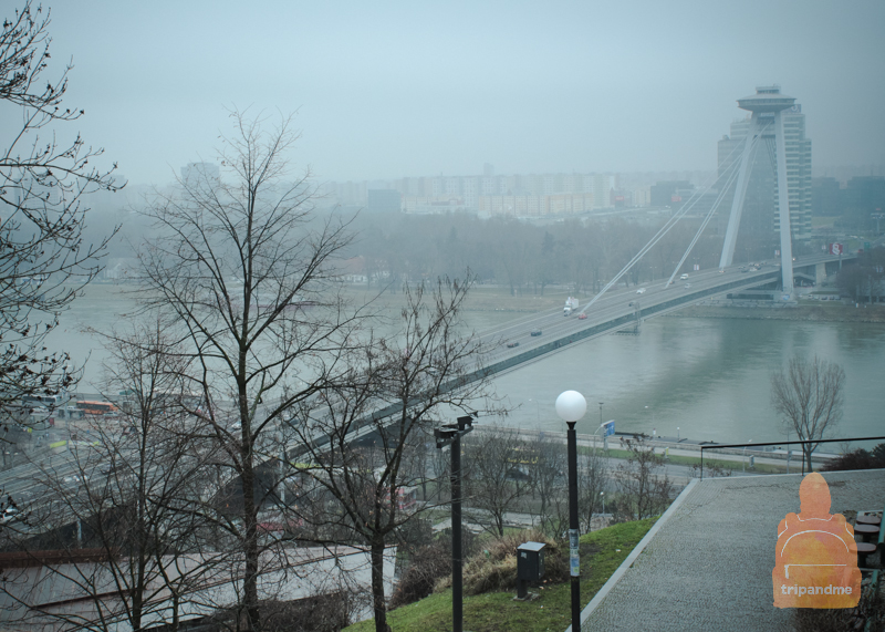 Вид на мост СНП и ресторан UFO