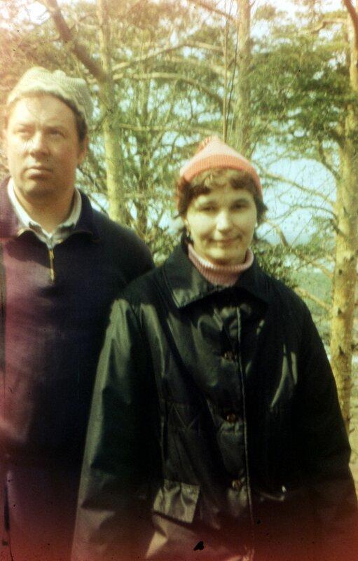 Поход на Соколиный камень, 80-е. Отец с мамой.