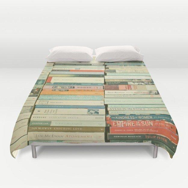 Одеяло в виде книжного шкафа.