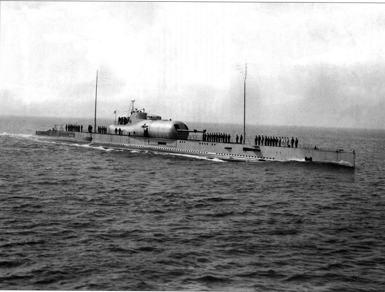 Примерно половина кораблей французского военно?морского флота осталась у адмирала Дарлана, а остальн