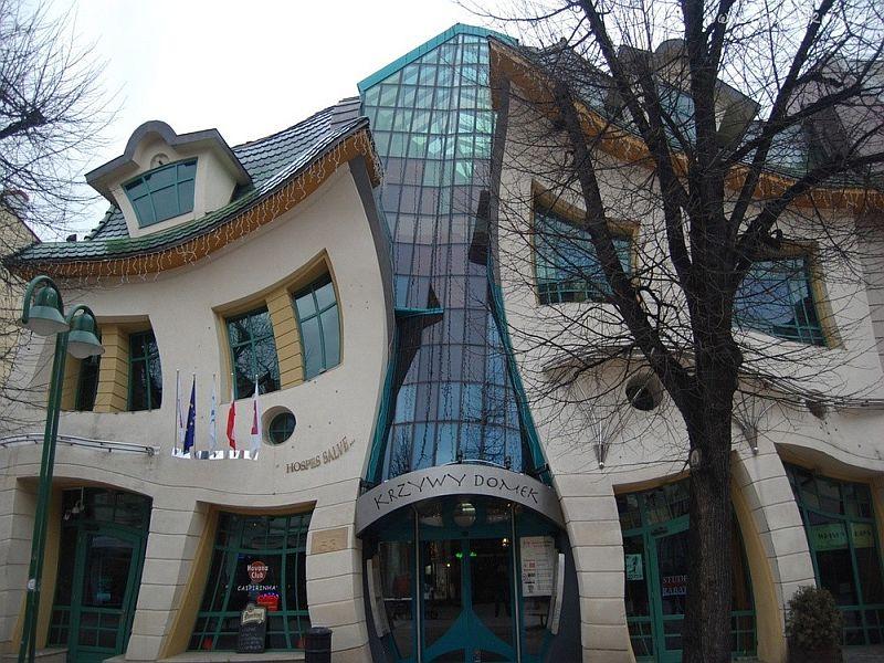 2. Известность Кривому дому принесли масса интересных и неординарных идей, которые архитекторы вопло