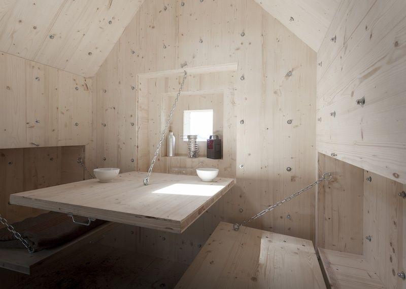 4. Откидные панели служат кроватью, скамейками и столом.