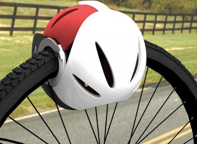 Head-Lock – это велосипедный шлем, который можно сложить вдвое и защелкнуть вокруг колеса байка.
