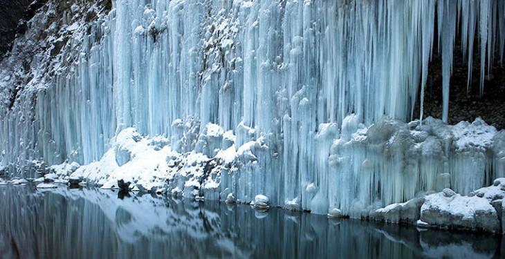 7. Водопад среди многоугольников, Исландия Самым необычным окрестным ландшафтом может похвас
