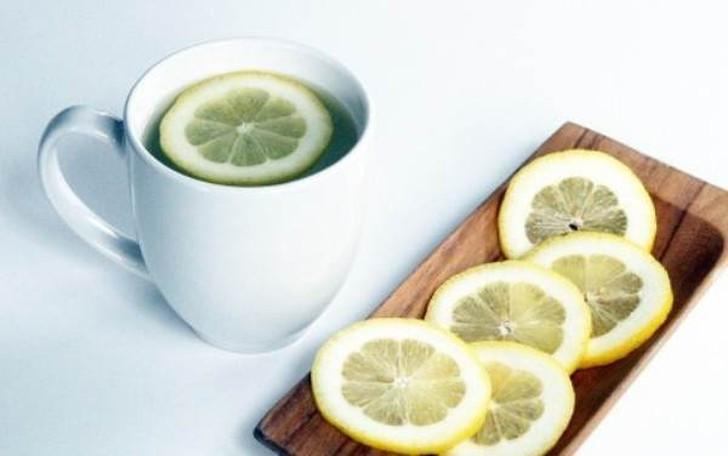 10. Польза лимона с водой: глоток здоровья Ежедневное употребление лимона с водой является отличным