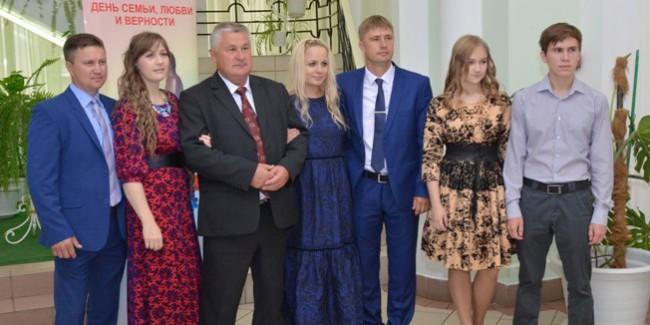 Губернатор Омской области Виктор Назаров расширил число номинаций напремию «Семья года»