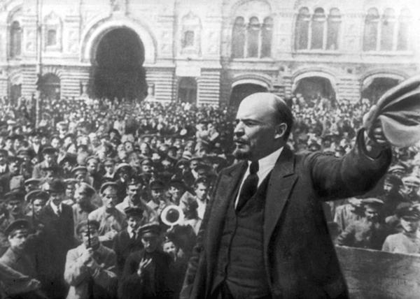«В российском обществе еще силен дух большевиков»