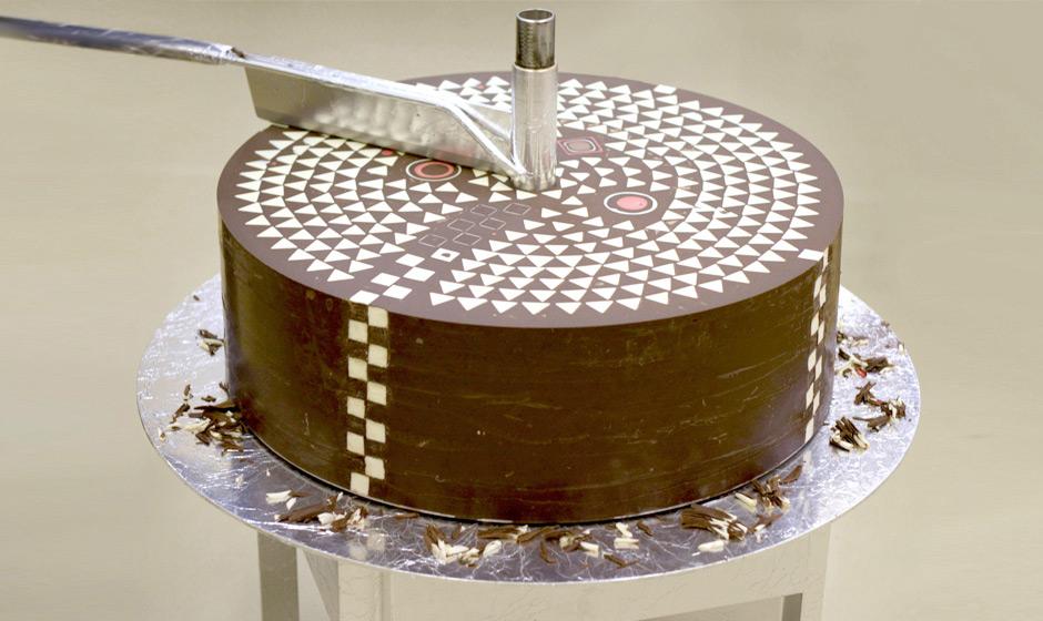 Hidden Geometric Patterns Gradually Revealed inside Giant Chocolate Cylinder (9 pics)