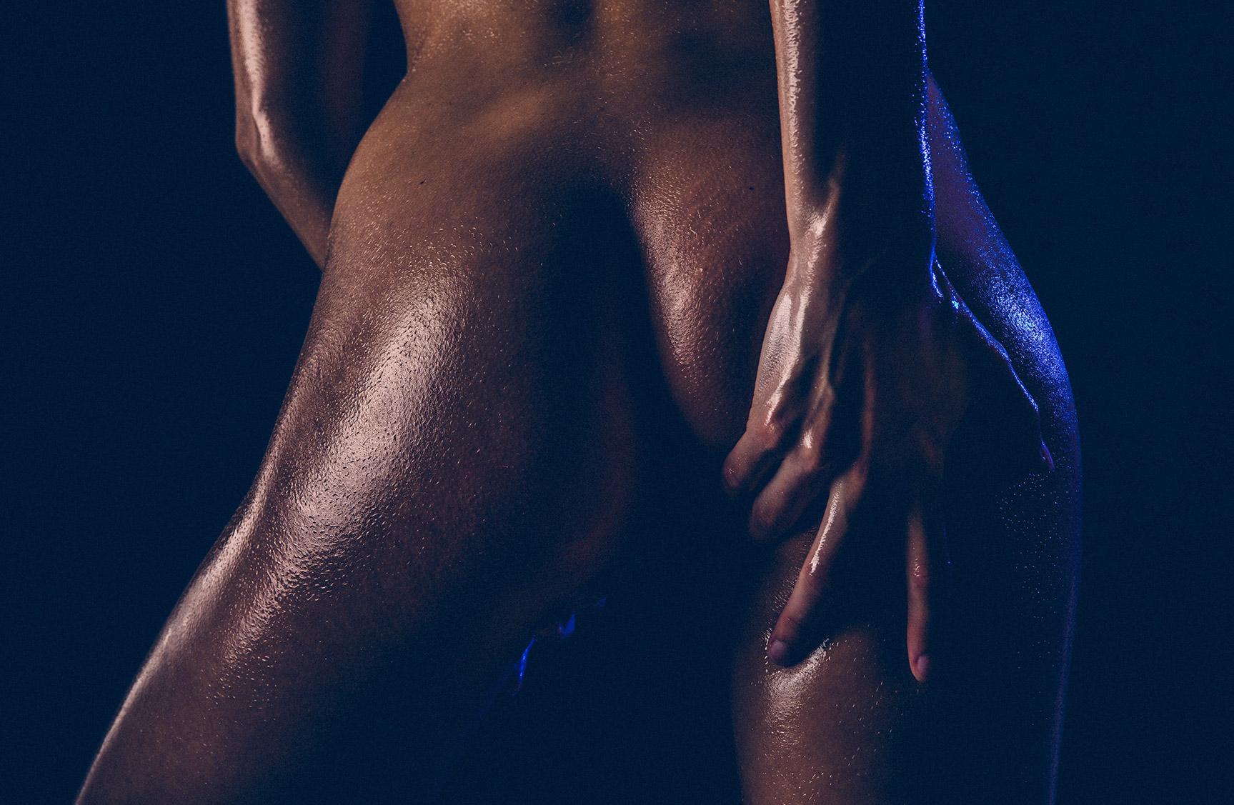 Мокрая голая девушка в фотосерии Wet chocolate by Thomas Agatz