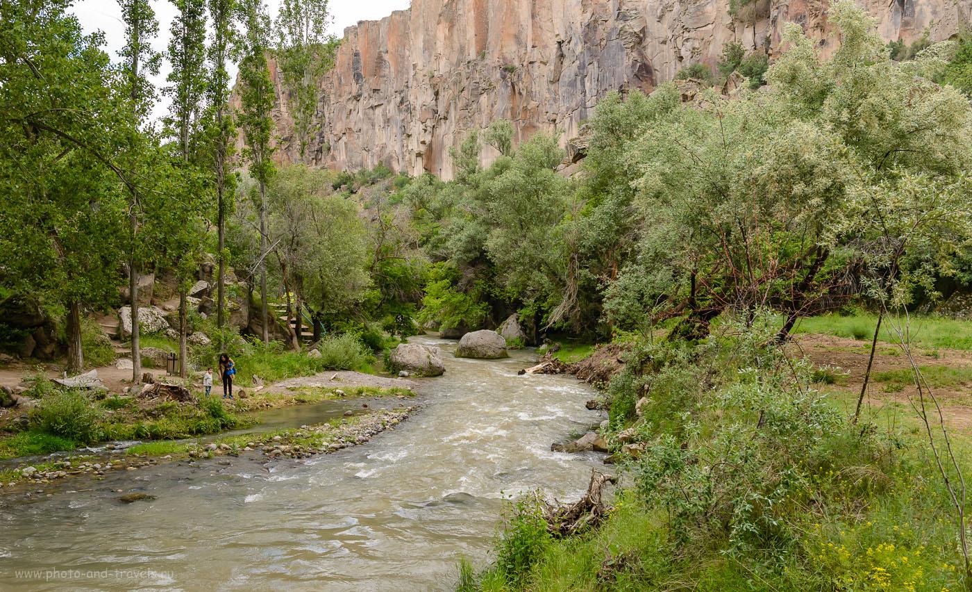 Фото 6. Дикая река Melendiz çayı за миллионы лет прорезала глубокий каньон Долина Ихлара в вулканическом пепле. Интересные места в Каппадокии. Отзывы туристов о поездке по Турции на авто дикарями. 1/250, 8.0, 800, 34.