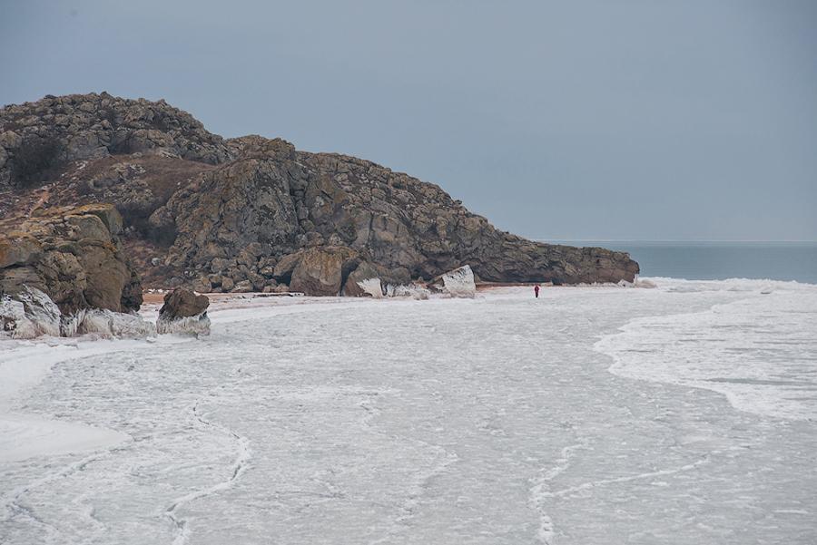 Замерзшее Азовское море в Крыму