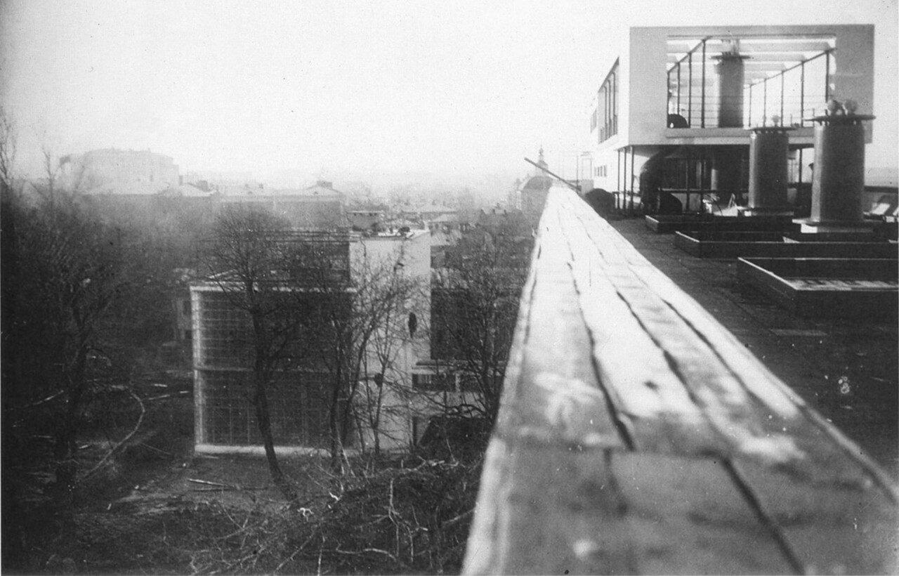 Вид с крыши здания после окончания строительства.1930