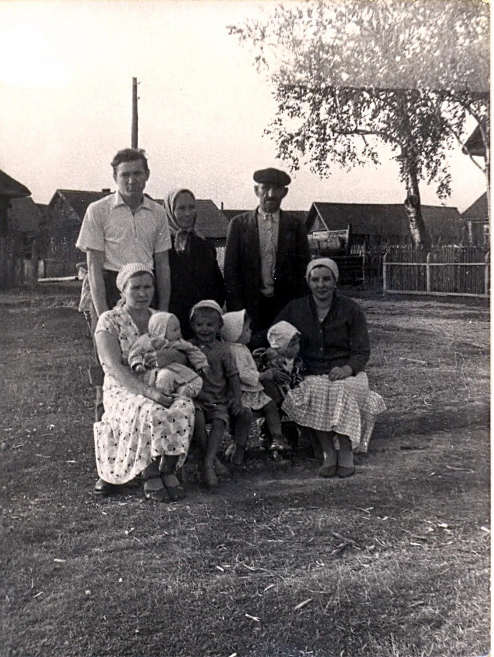 1962. На берегу реки Чагодощи в начале Большой улицы