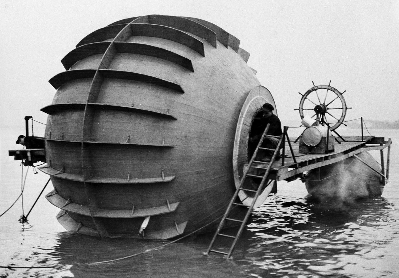 1940. 28 декабря. Это странное судно - экспериментальный торпедный катер, проходящий испытания в реке Детройт