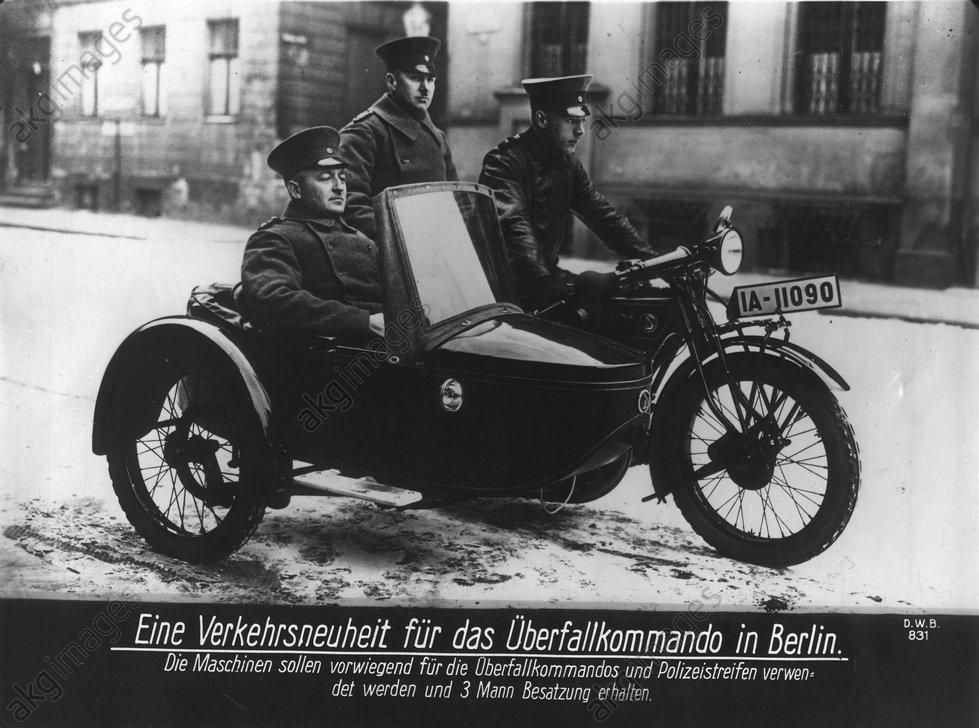 Berliner Schutzpolizei/Motorradgespann - -
