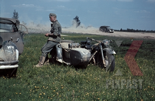 stock-photo-german-bmw-r75-motorbike-with-sidecar-military-messengers-kradmelder-3rd-panzer-division-beresina-1941-12271.jpg