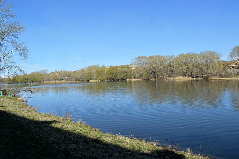 На берегу реки Миасс