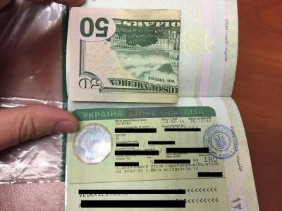 Гражданин Ирака пытался 50 долларами подкупить пограничников Харьковского отряда. ФОТО