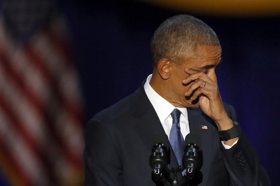 Обама вытирает слезы во время прощальной речи, 10.01.16.png