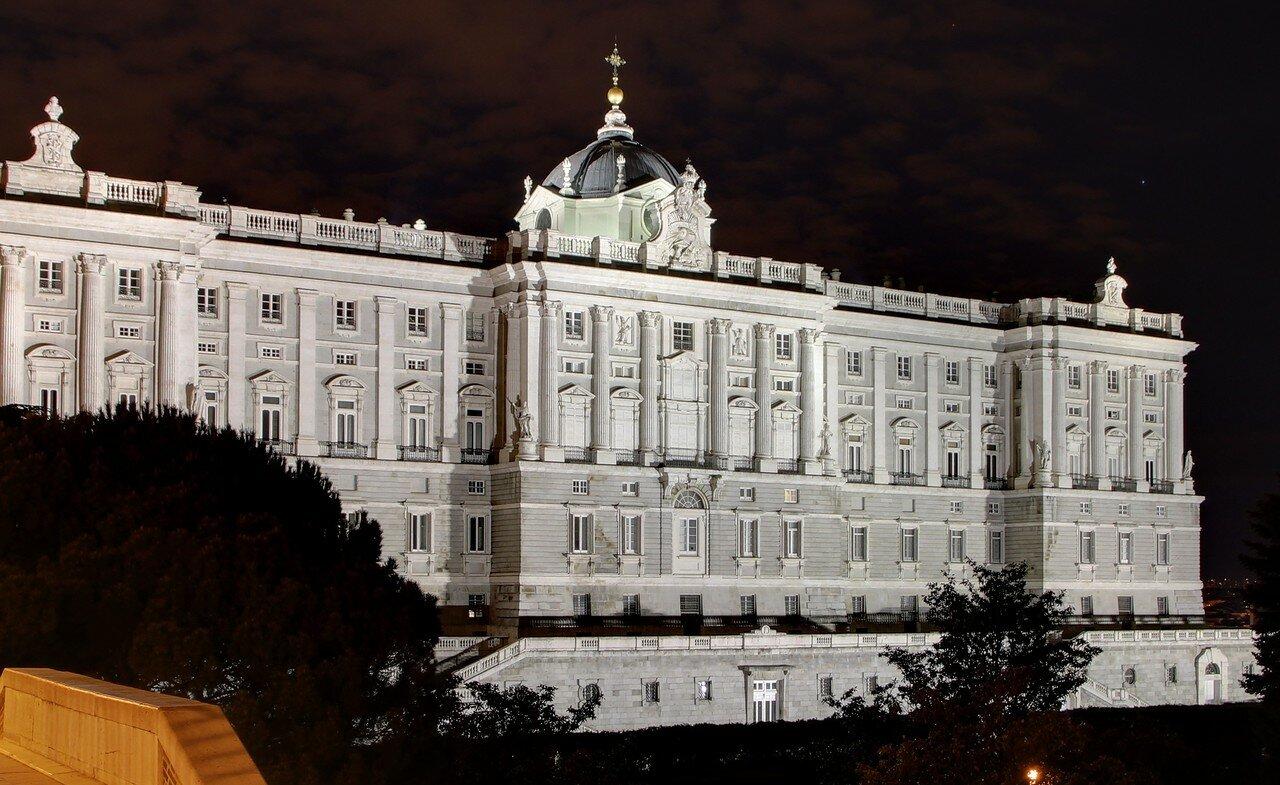 Night Madrid. Royal palace. View from the Sabatini gardens