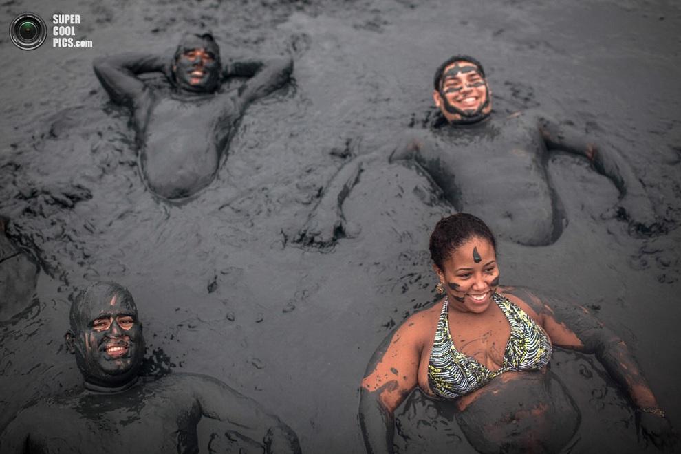 Компания тяжеловесов. С такими лучше не бороться в грязи! (Victor MORIYAMA/AFP/Getty Images)