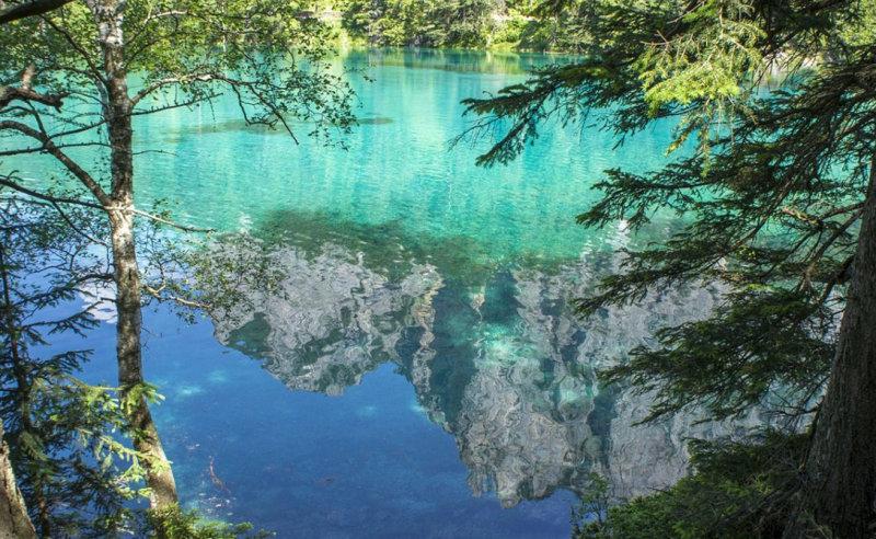 Туристы стараются попасть к Грюнер-Зе именно в этот период, когда озеро особенно красиво. Особен