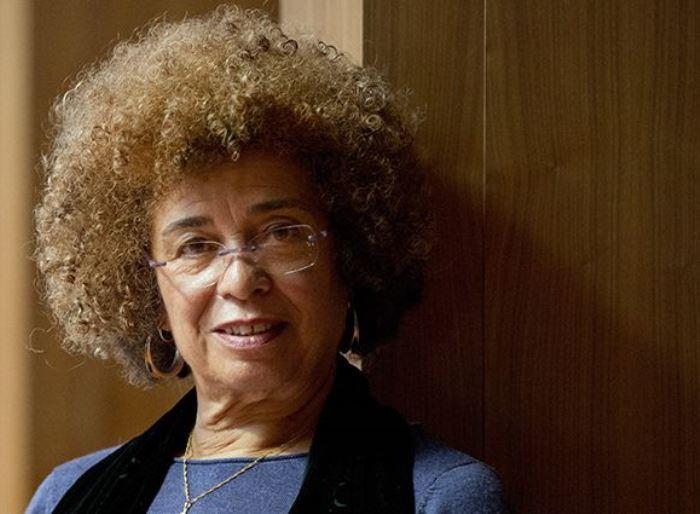 Сейчас Анджела Дэвис – правозащитница и борец за права заключенных