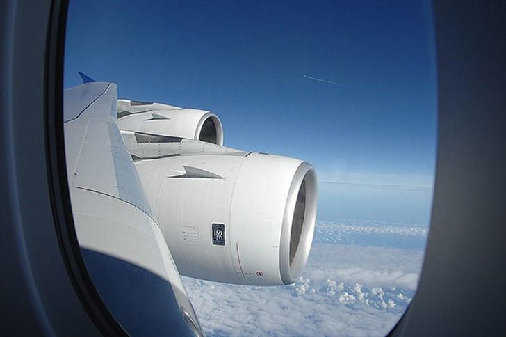20. Выбирайте место около крыла самолёта, там не так сильно чувствуется турбулентность. Места, распо