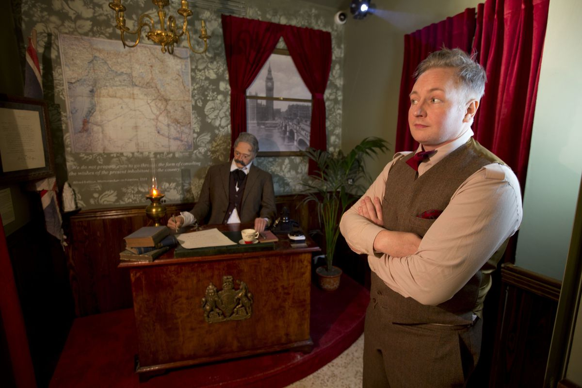 Гэвин Гриндон из Университета Эссекса создавал музей вместе с Бэнкси. На заднем плане воссоздано под