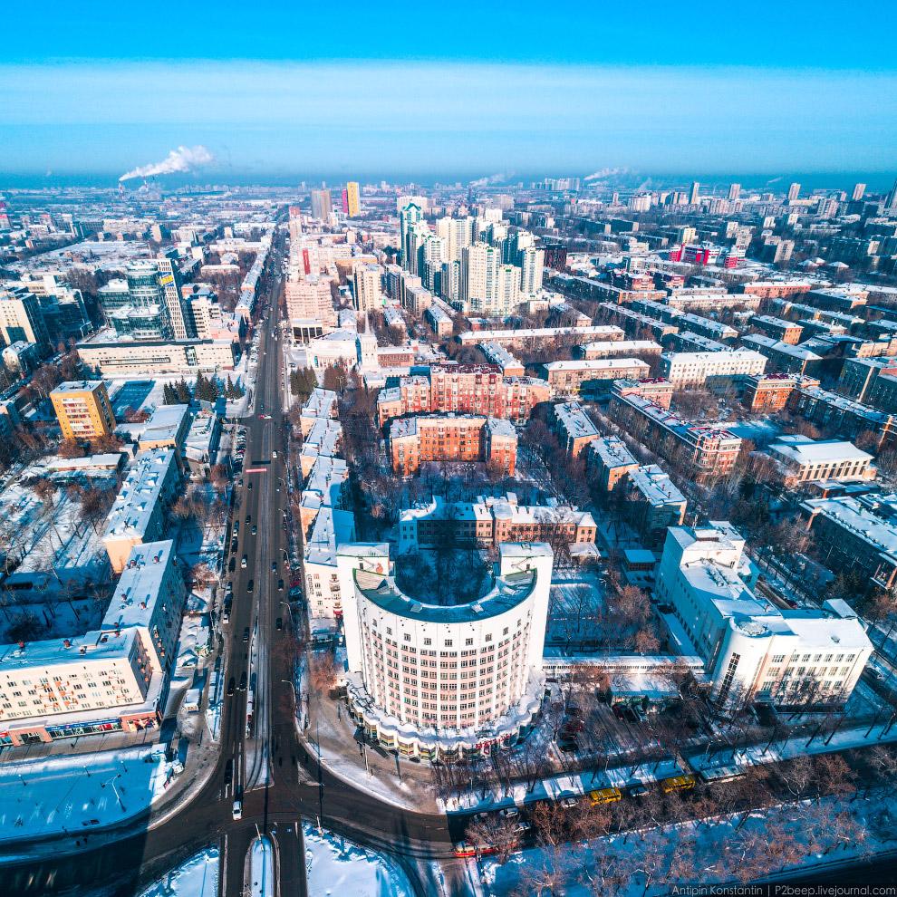 19. Трамвайное кольцо на проспекте Ленина — отдельная достопримечательность.