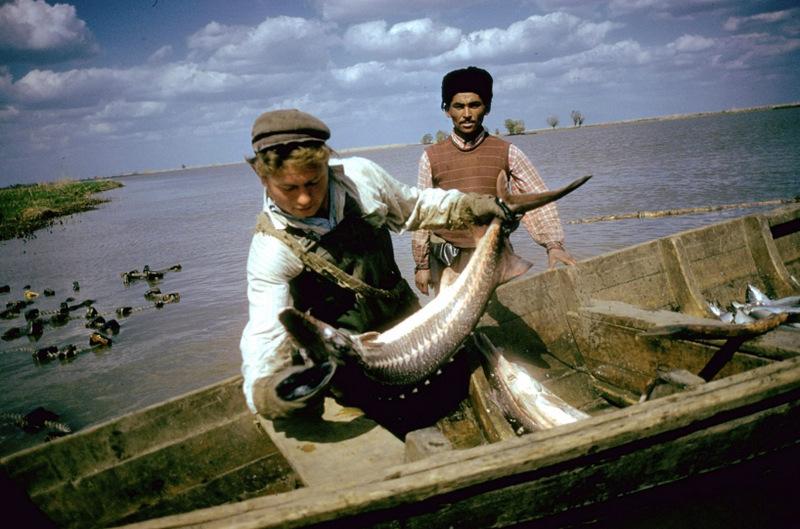 Многие рыболовы приезжали из соседнего Казахстана. По наблюдениям Миданса, русские и казахские рыбак