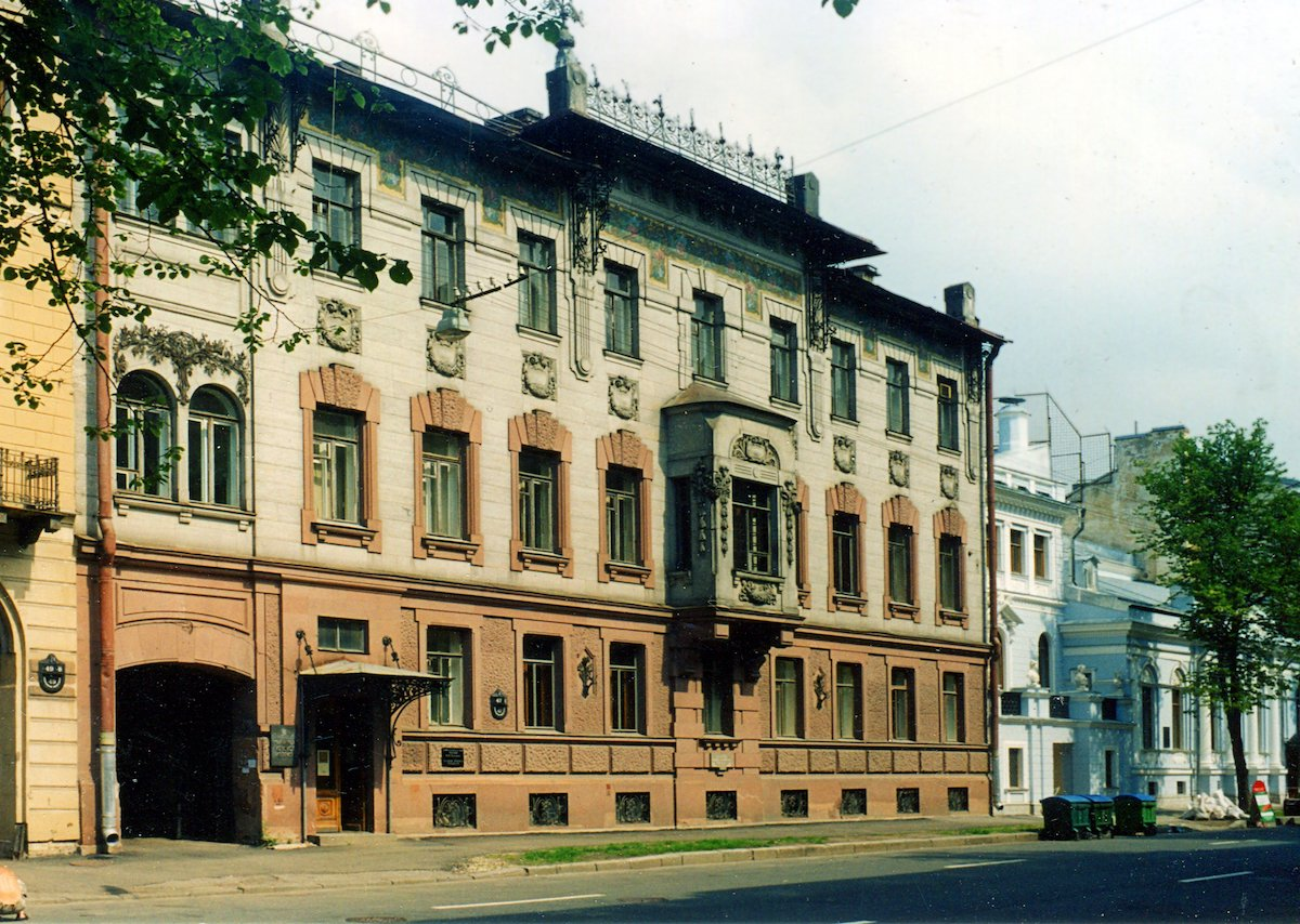 Даже самые скромные места города имеют свою историю. В этом доме когда-то жил Владимир Набоков.