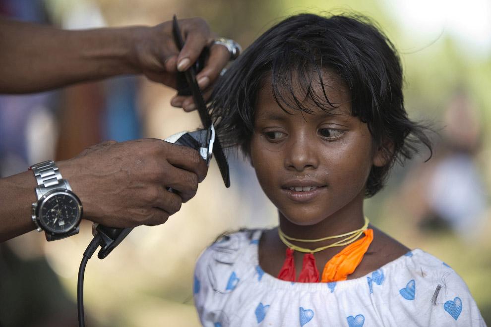 17. Около 600 мигрантов из Бирмы были спасены из двух деревянных лодок у берегов Индонезии, 11