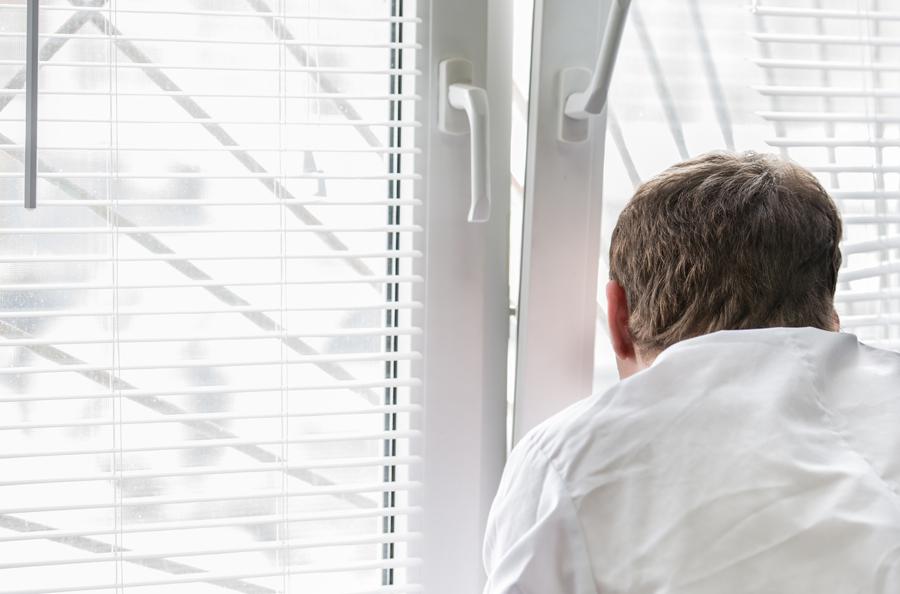 Школьник выпал сседьмого этажа высотки вКрасноярске