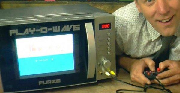 Изобретатель собрал игровую приставку измикроволновки