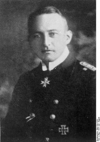 Фото 15 - Вальтер Швигер - капитан субмарины.jpg