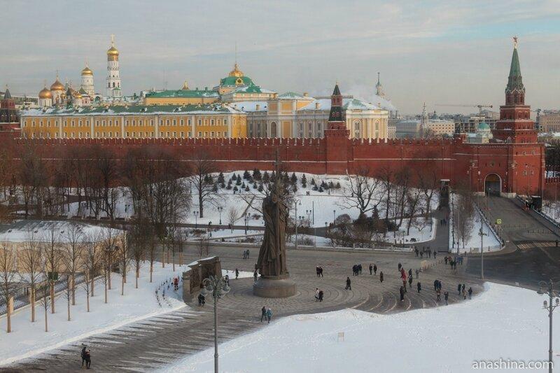 Памятник Владимиру Крестителю, Кремль