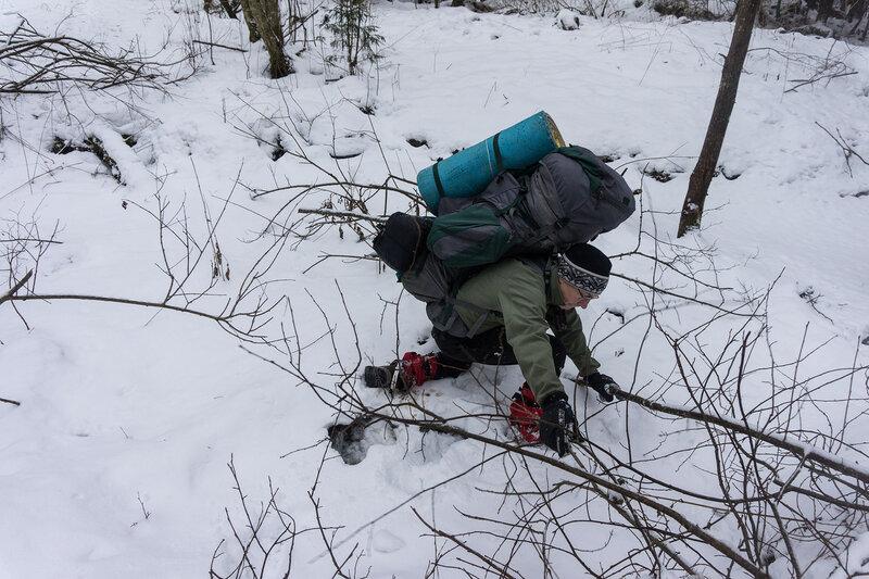 лед на ручье в лесу провалился в походе