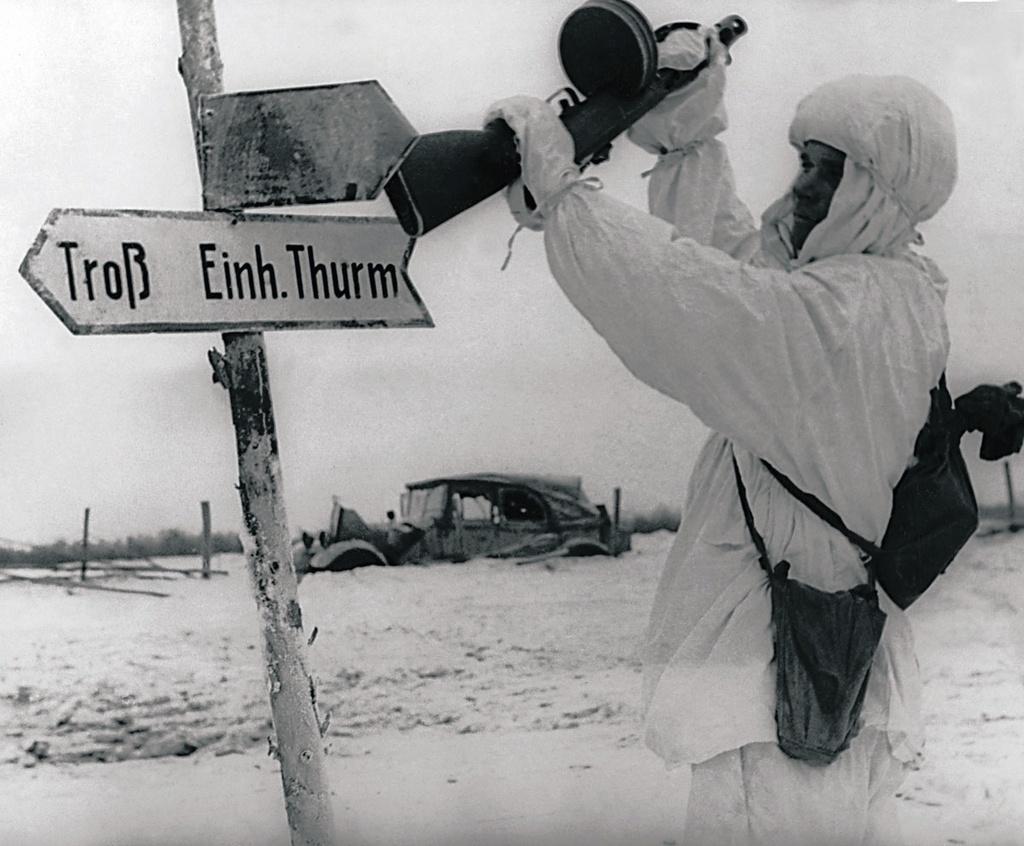 1944. Автоматчик В. Х. Тимченко сбивает немецкий указатель дороги