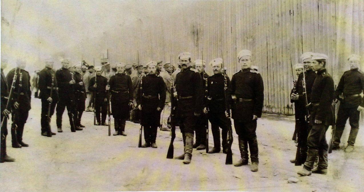 Солдаты Александровской местной команды, охраняющей тюрьму