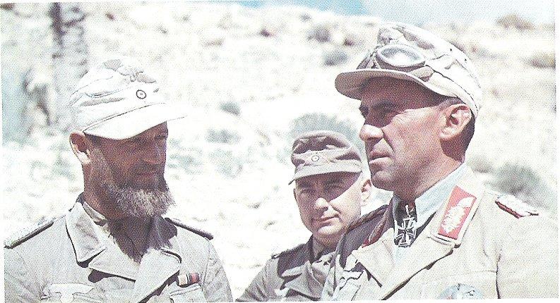 Generalmajor Fritz Bayerlein & Propagandakompanie Sonderführer Fritz Moosmüller (L).jpg