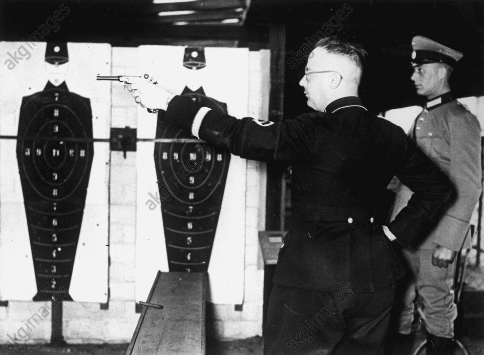 Himmler bei SchieЯen der Polizei 1934 - Himmler at Police Shooting Range / 1934 -