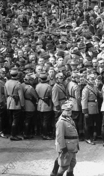 Geburtstag Hitlers/Parade / Zuschauer... - Hitler's Birthday - Parade / 1937 -