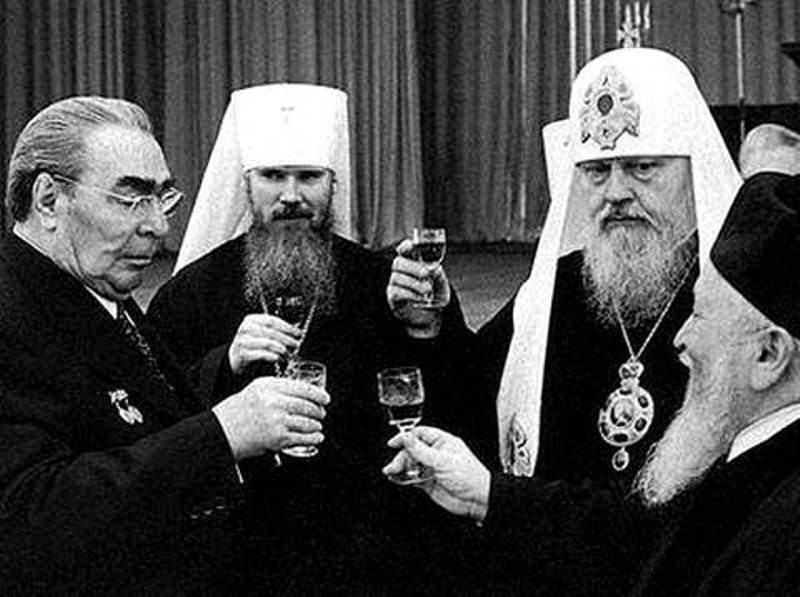 dlyakota.ru_fakty_na-kakih-elitnyh-avto-razezzhayut-po-bozhim-delam-ukrainskie-svyatye-otcy-16-foto_12.jpg