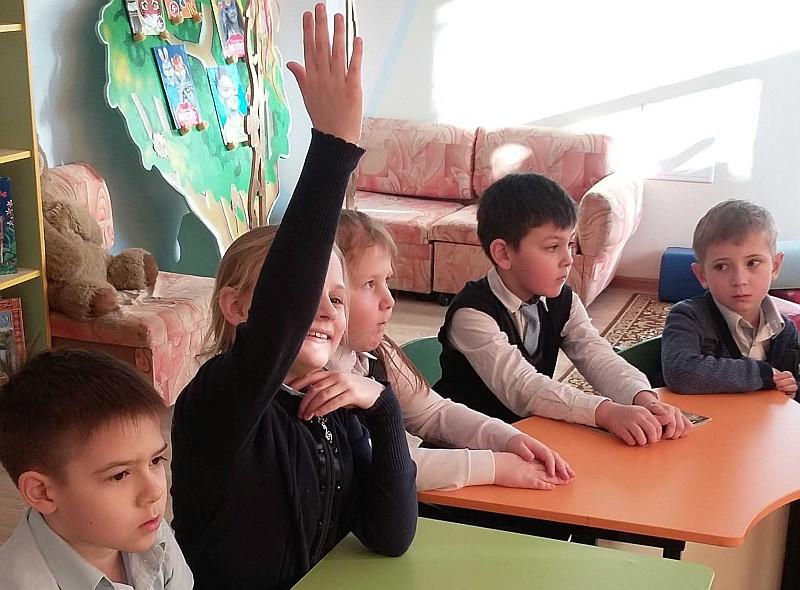 Фотохудожник Иван Кислов удивил магаданских школьников своими работами