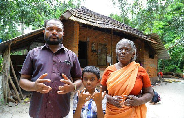 Индийская семья со срощенными пальцами
