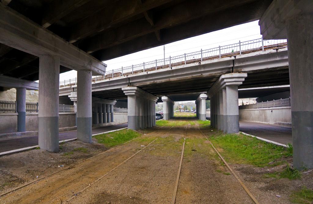 Улица Тараккиет. Три моста попрощались с трамваем...