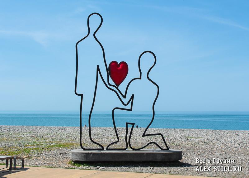 На набережной Батуми устанавлены различные скульптуры