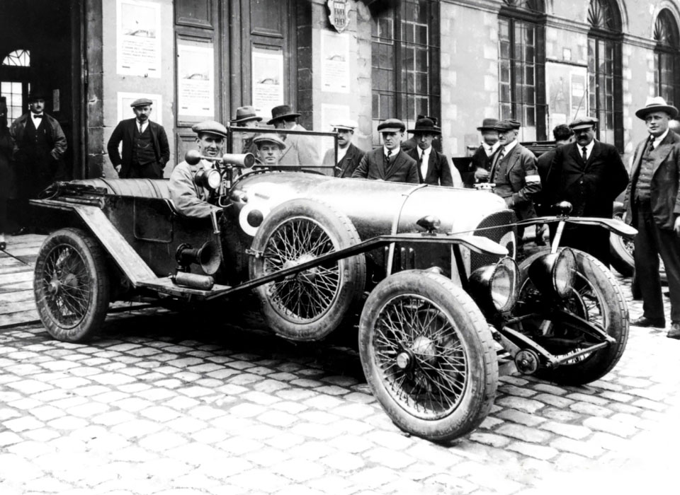 4. Bentley 3-liter (1919) Первый британский автомобиль, название которого указывало на объем двигате